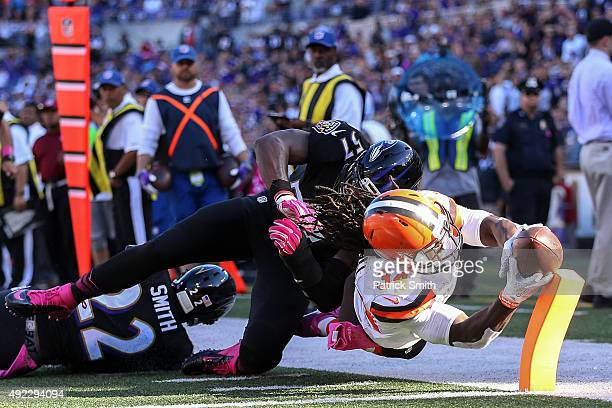 Running back Isaiah Crowell of the Cleveland Browns dives for a touchdown while inside linebacker CJ Mosley of the Baltimore Ravens defends in the...