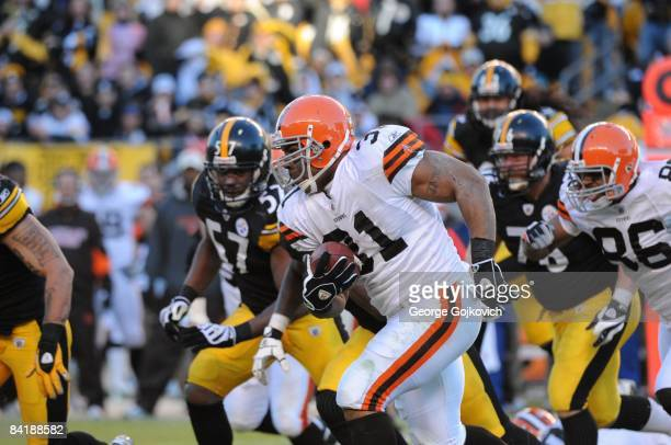 Running back Jamal Lewis of the Cleveland Browns runs the football against the Pittsburgh Steelers at Heinz Field on December 28 2008 in Pittsburgh...