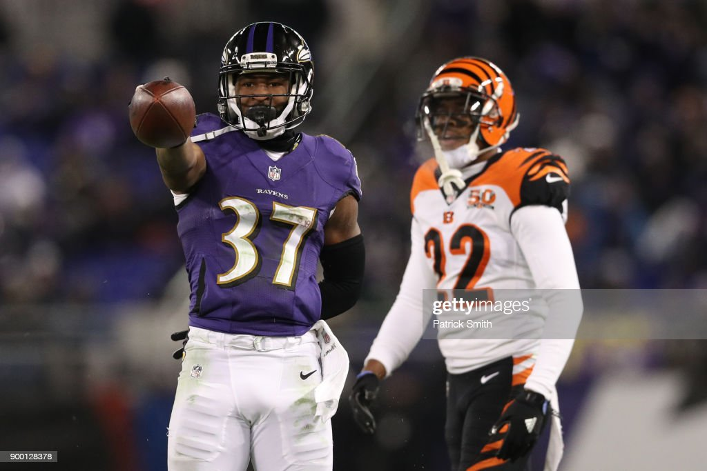 Running Back Javorius Allen #37 of the Baltimore Ravens reacts after a play in the third quarter against the Cincinnati Bengals at M&T Bank Stadium on December 31, 2017 in Baltimore, Maryland.