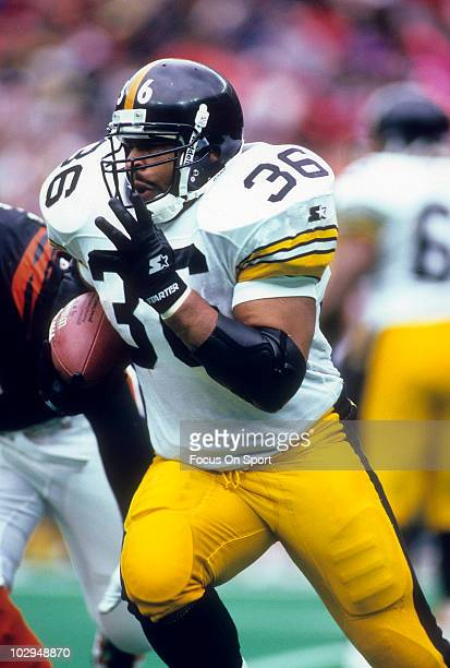Running Back Jerome Bettis of the Pittsburgh Steelers in action carries the ball against the Cincinnati Bengals November 10 1996 during an NFL...