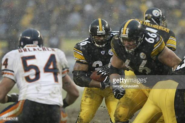 Running back Jerome Bettis of the Pittsburgh Steelers runs the ball behind the blocking of guard Alan Faneca against linebacker Brian Urlacher of the...