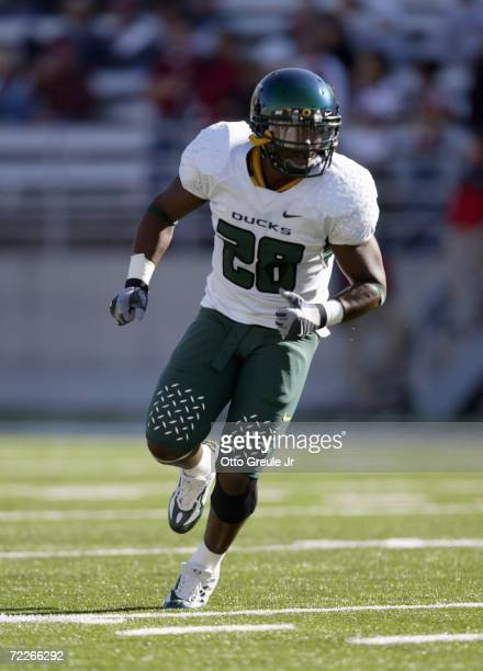 Running back Jonathan Stewart of the Oregon Ducks runs downfield against the Washington State Cougars on October 21 2006 at Martin Stadium in Pullman...
