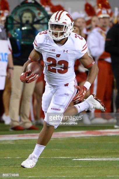 Running back Jonathan Taylor of the Wisconsin Badgers runs against the Nebraska Cornhuskers at Memorial Stadium on October 7 2017 in Lincoln Nebraska