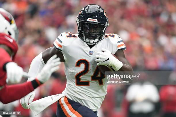 Running back Jordan Howard of the Chicago Bears carries the ball in the NFL game against the Arizona Cardinals at State Farm Stadium on September 23...