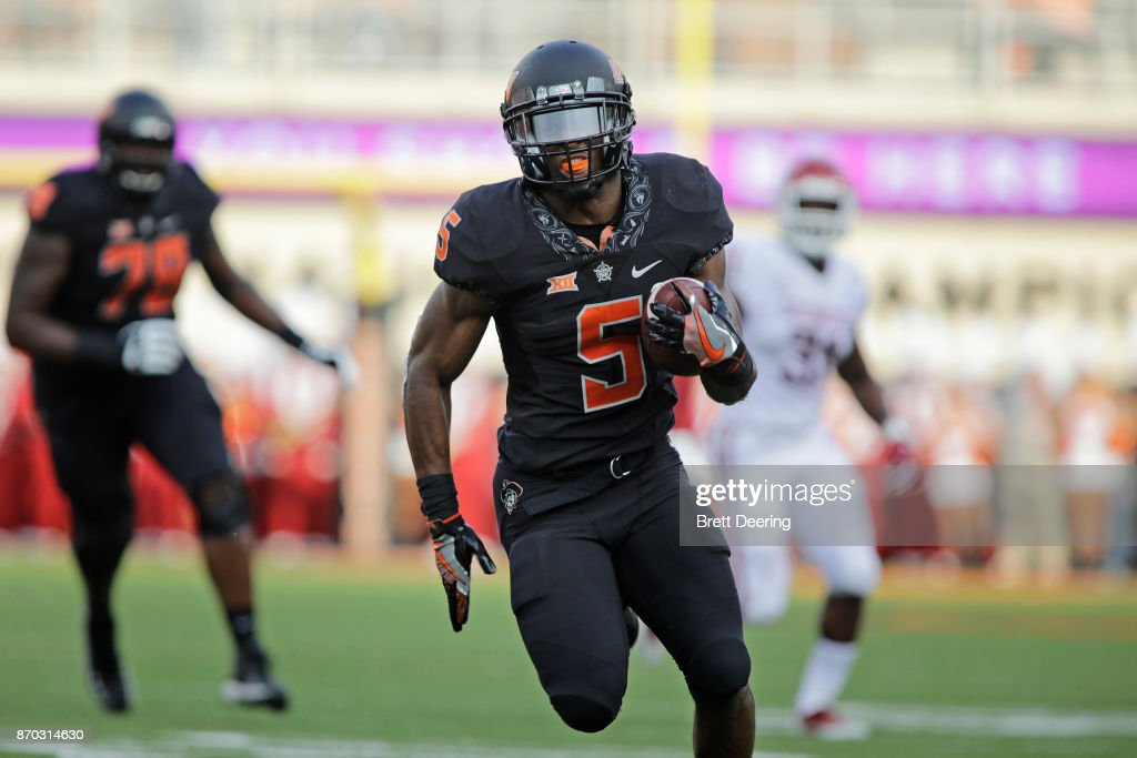 Running back Justice Hill #5 of the Oklahoma State Cowboys breaks away for a touchdown against the Oklahoma Sooners at Boone Pickens Stadium on November 4, 2017 in Stillwater, Oklahoma. Oklahoma defeated Oklahoma State 62-52.