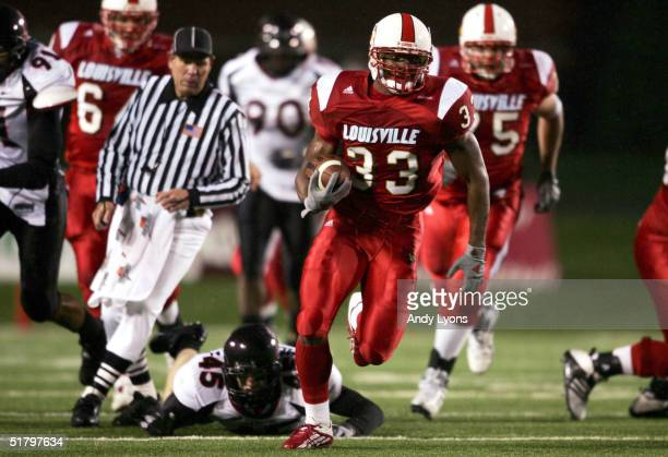 Running back Kolby Smith of the Louisville Cardinals runs the ball against the Cincinnati Bearcats on November 27 2004 at Papa John's Stadium in...