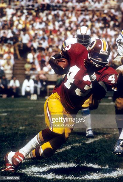 Running back Larry Brown of the Washington Redskins carries the ball against the San Diego Chargers during an NFL game September 16 1973 at RFK...