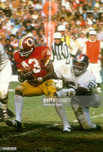 Running back Larry Brown of the Washington Redskins tries to break the tackle of defensive lineman John Mendenhall of the New York Giants during an...