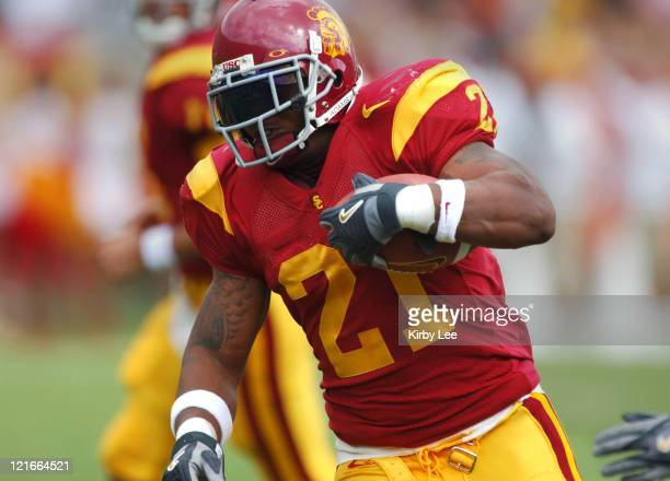 USC running back LenDale White heads up field during 4221 victory over Arizona in Pacific10 Conference football game at the Los Angeles Memorial...