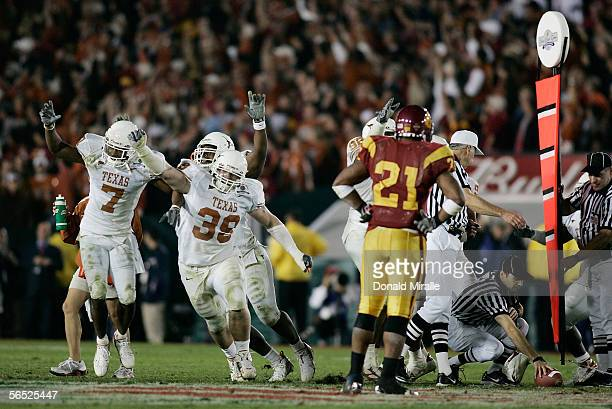 Running back LenDale White of the USC Trojans looks on as the Texas Longhorns defense celebrates after stopping the Trojans on fourth down late in...