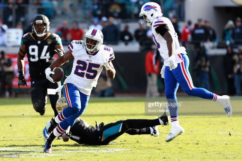 Wild Card Round - Buffalo Bills v Jacksonville Jaguars : News Photo