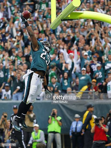 Running back LeSean McCoy of the Philadelphia Eagles dunks the ball over the cross bar after scoring a second quarter touchdown against the...