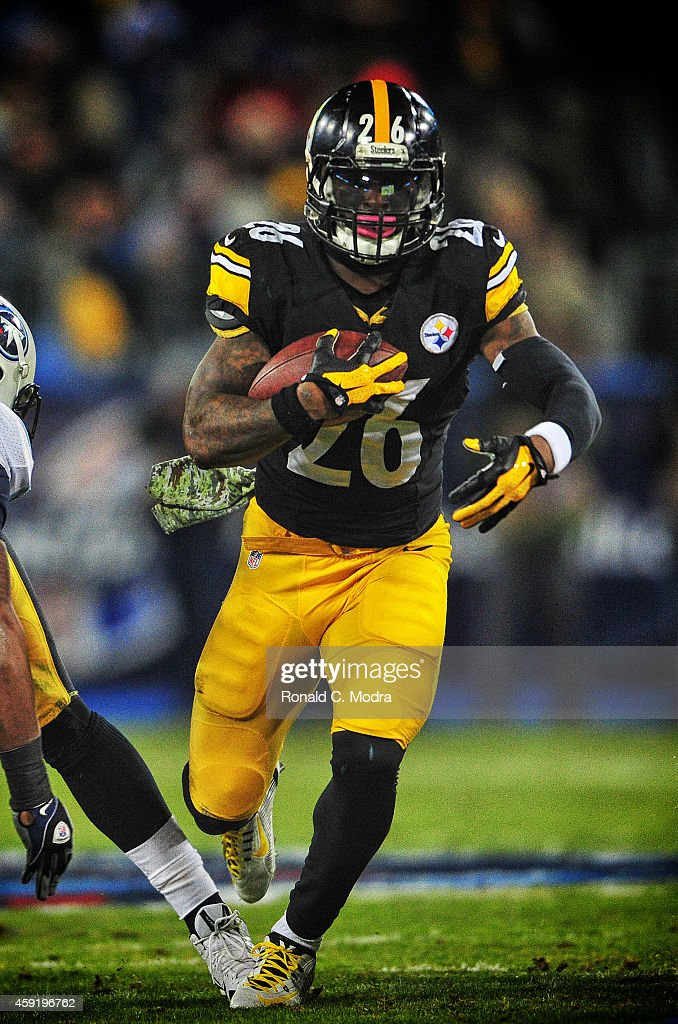 Running back Le'Veon Bell #26 of the Pittsburgh Steelers carries the ball during a NFL game against the Tennessee Titans at LP Field on November 17, 2014 in Nashville, Tennessee.