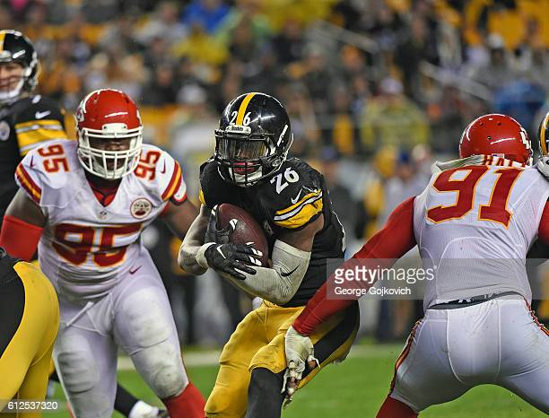Running back Le'Veon Bell of the Pittsburgh Steelers runs with the football as he is pursued by defensive lineman Chris Jones and linebacker Tamba...