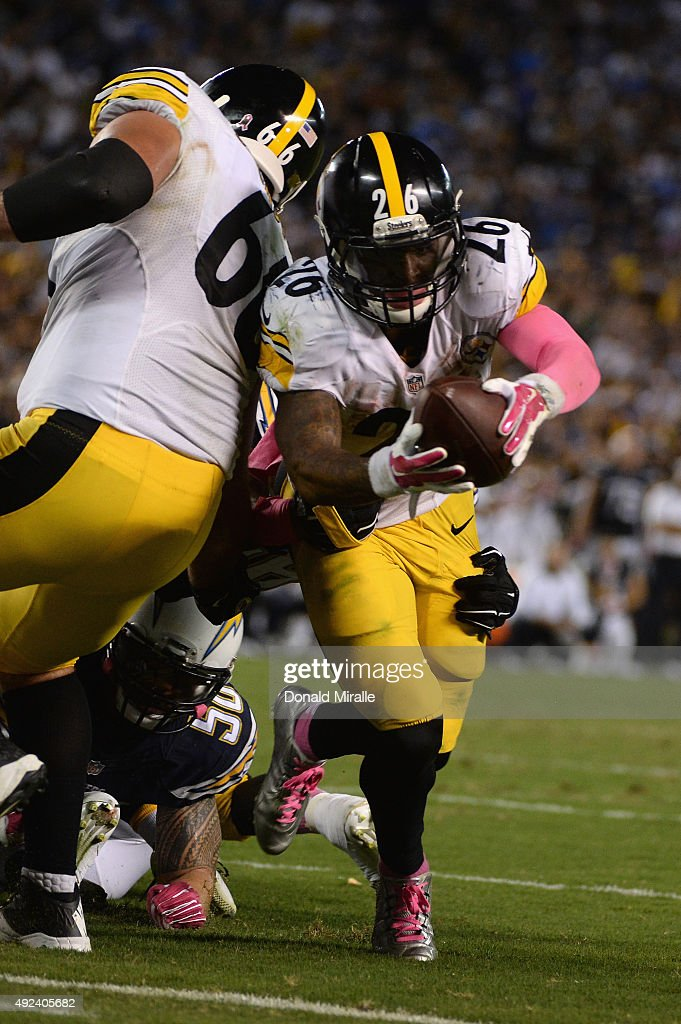 Running back Le'Veon Bell #26 of the Pittsburgh Steelers scores the game-winning field goal against the San Diego Chargers as the Steelers won 24-20 at Qualcomm Stadium on October 12, 2015 in San Diego, California.