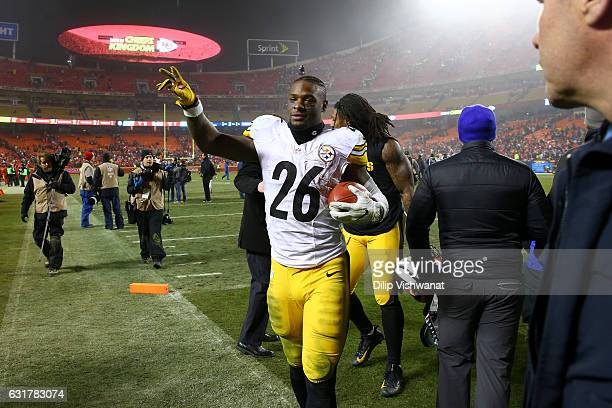 Running back Le'Veon Bell of the Pittsburgh Steelers walks off of the field after the game against the Kansas City Chiefs in the AFC Divisional...