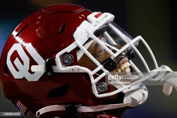 Running back Marcus Major of the Oklahoma Sooners celebrates a touchdown against the Florida Gators during the fourth quarter at AT&T Stadium on...