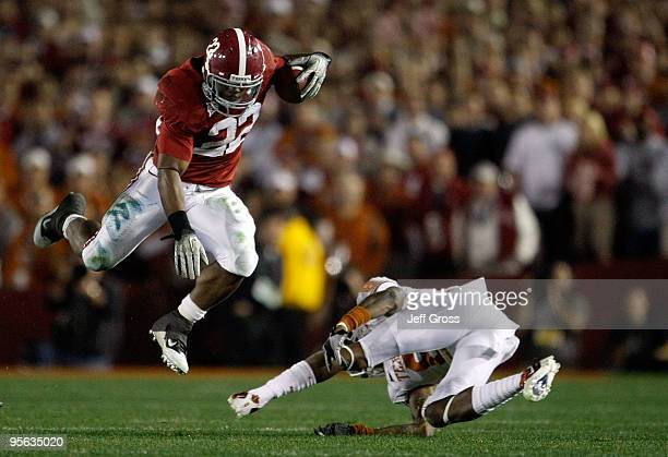 Running back Mark Ingram of the Alabama Crimson Tide runs with the ball against the Texas Longhorns during the Citi BCS National Championship game at...
