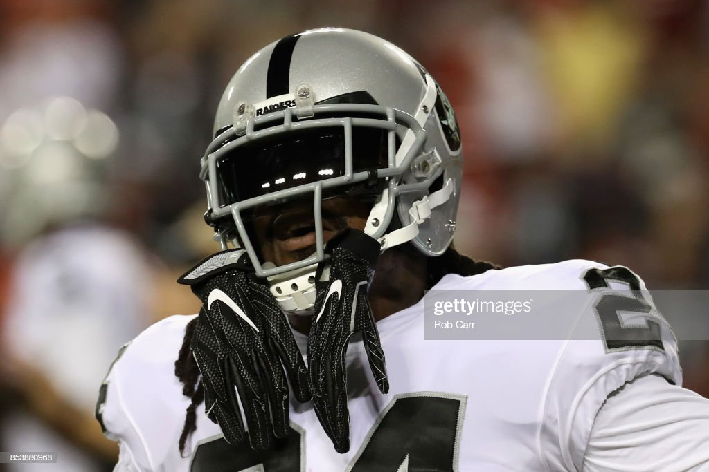 Running back Marshawn Lynch #24 of the Oakland Raiders warms up against the Washington Redskins at FedExField on September 24, 2017 in Landover, Maryland.