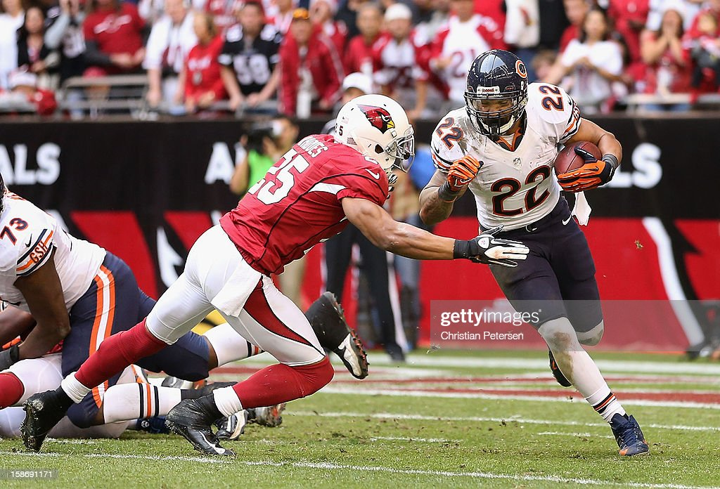 Running back Matt Forte #22 of the Chicago Bears rushes the football against free safety Kerry Rhodes #25 of the Arizona Cardinals during the NFL game at the University of Phoenix Stadium on December 23, 2012 in Glendale, Arizona. The Bears defeated the Cardinals 28-13.