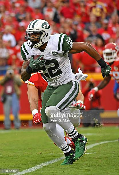 Running back Matt Forte of the New York Jets rushes up field against the Kansas City Chiefs during the second half on September 25 2016 at Arrowhead...