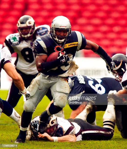Running back Maurice Hicks in action