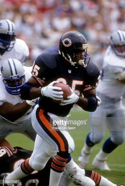 Running Back Neal Anderson of the Chicago Bears carries the ball against the Detroit Lions during an NFL football game September 6 1992 at Soldiers...