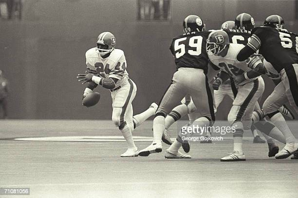 Running back Otis Armstrong of the Denver Broncos in action against the Pittsburgh Steelers at Three Rivers Stadium circa 1975 in Pittsburgh...