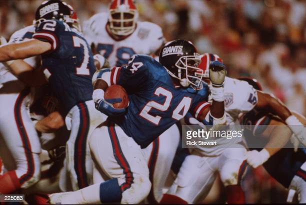 Running back Ottis Anderson of the New York Giants runs past a crowd during the Giants 20-19 win over the Buffalo Bills during SuperBowl XXV at Tampa...
