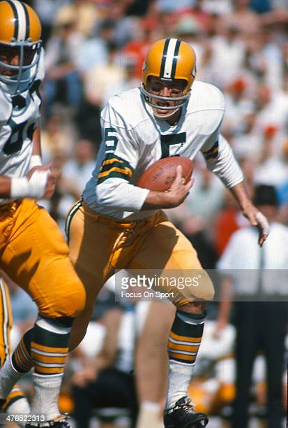 Running back Paul Hornung of the Green Bay Packers carries the ball against the Baltimore Colts during an NFL football game October 28 1962 at...