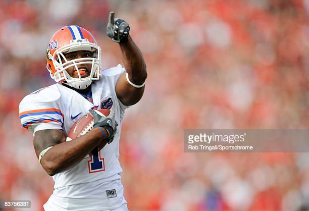 Running Back Percy Harvin of the Florida Gators runs for a touchdown against the Georgia Bulldogs at Jacksonville Municipal Stadium on November 1...
