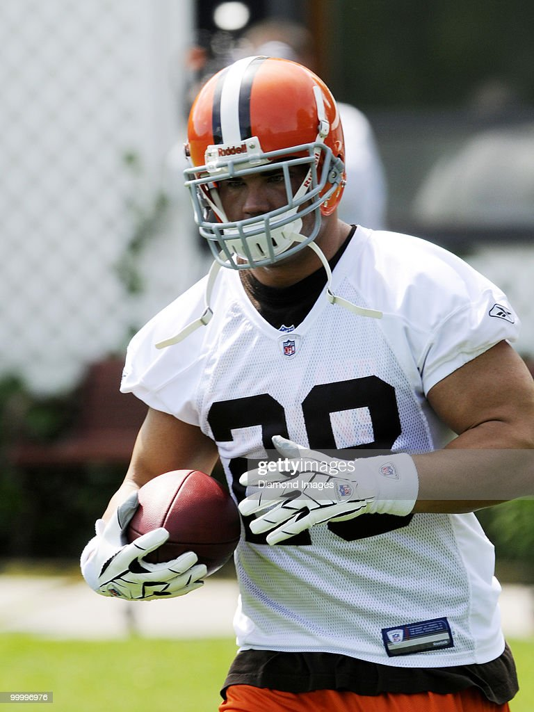 Running back Peyton Hillis #28 of the Cleveland Browns carries the ball during the team's organized team activity (OTA) on May 19, 2010 at the Cleveland Browns practice facility in Berea, Ohio.
