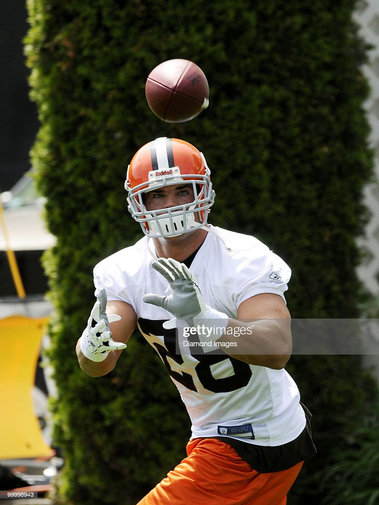 Running back Peyton Hillis #28 of the Cleveland Browns catches a pass during the team's organized team activity (OTA) on May 19, 2010 at the Cleveland Browns practice facility in Berea, Ohio.