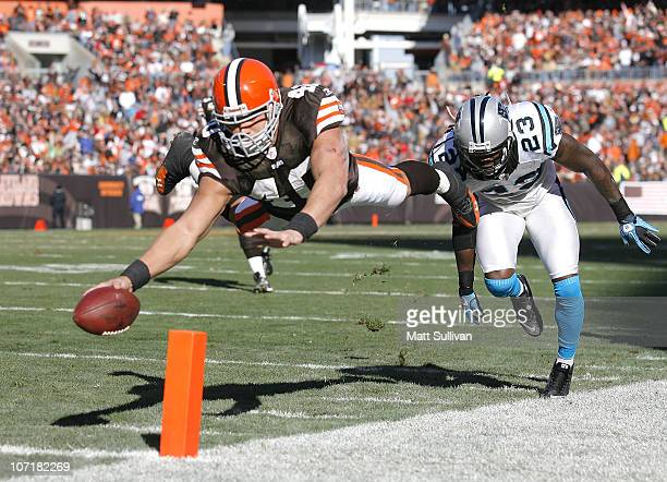 Running back Peyton Hillis of the Cleveland Browns scores a touchdown in front of safety Sherrod Martin of the Carolina Panthers at Cleveland Browns...