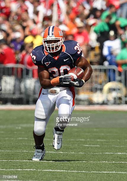 Running back Pierre Thomas Jr. #30 of the Illinois Fighting Illini runs the ball upfield against the Syracuse Orange on September 16, 2006 at...
