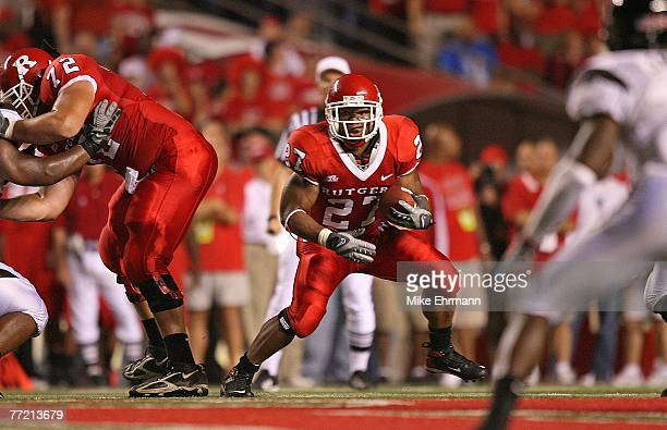 Running back Ray Rice during a game against the Cincinnati Bearcats at Rutgers Stadium October 6, 2007 in Piscataway, New Jersey.