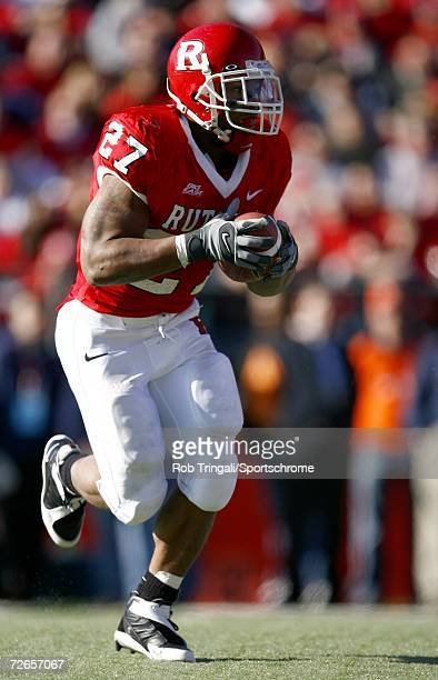 Running Back Ray Rice of the Rutgers Scarlet Knights rushes against the Syracuse Orange at Rutgers Stadium on November 25, 2006 in Piscataway, New...