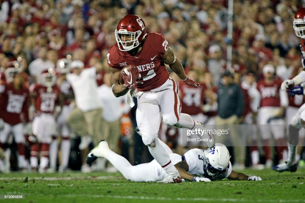 Running back Rodney Anderson #24 of the Oklahoma Sooners sheds a tackle on his way to score against the TCU Horned Frogs at Gaylord Family Oklahoma Memorial Stadium on November 11, 2017 in Norman, Oklahoma.