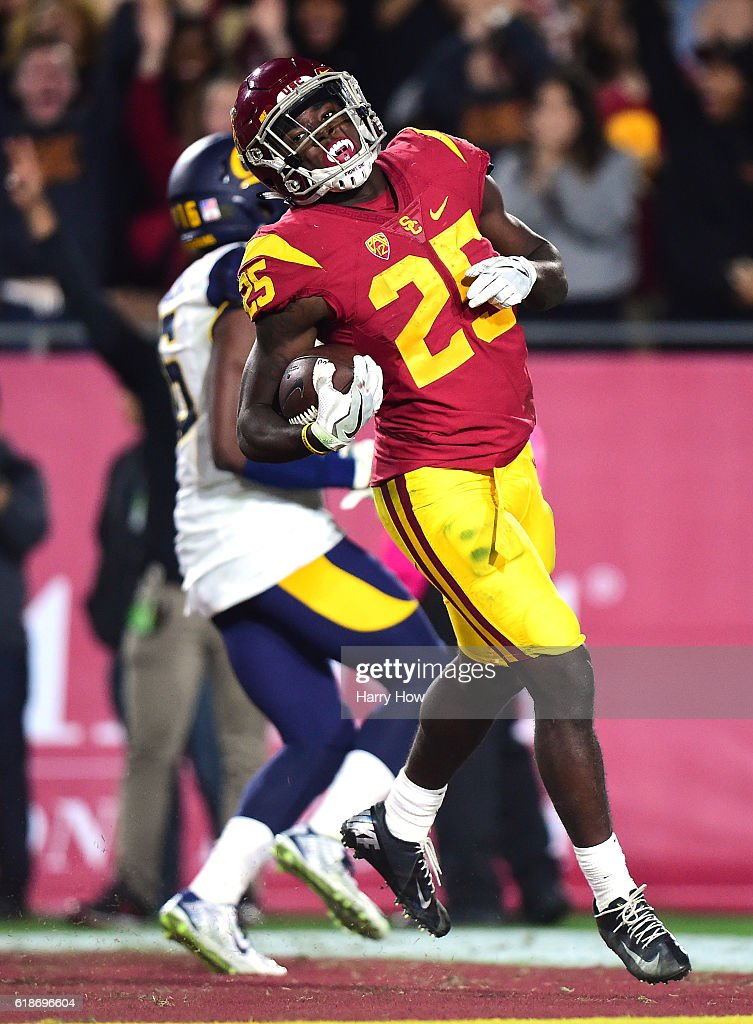 Running back Ronald Jones II #25 of the USC Trojans reacts after his touchdown run to take a 35-17 lead over the California Golden Bears during the third quarter at Los Angeles Coliseum on October 27, 2016 in Los Angeles, California.