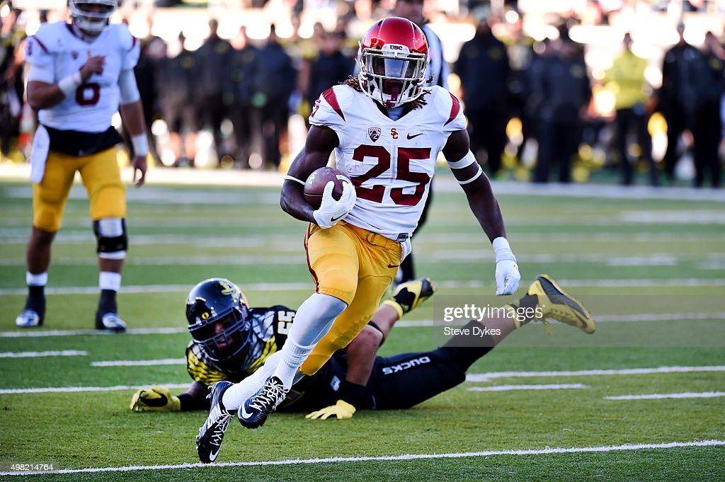 Running back Ronald Jones II #25 of the USC Trojans runs for a touchdown during the third quarter of the game against the Oregon Ducks at Autzen Stadium on November 21, 2015 in Eugene, Oregon. The Ducks won the game 48-28.