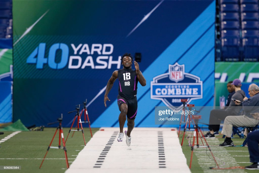 USC running back Ronald Jones II runs the 40-yard dash during the 2018 NFL Combine at Lucas Oil Stadium on March 2, 2018 in Indianapolis, Indiana.