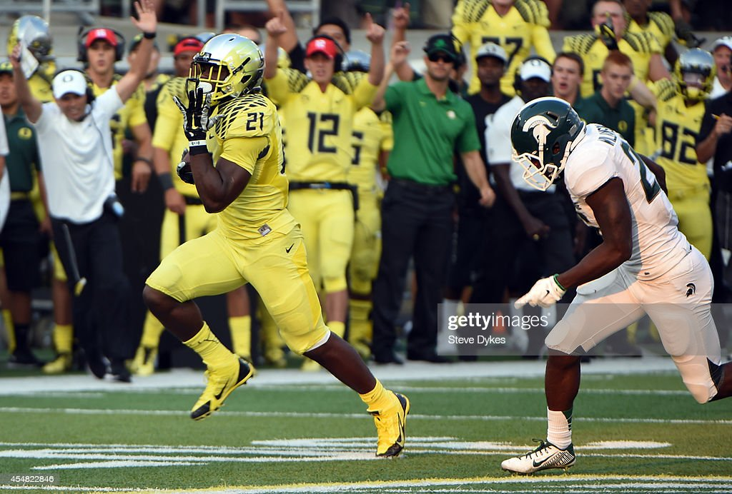 Running back Royce Freeman #21 of the Oregon Ducks heads for the endzone and a touchdown during the fourth quarter of the game at Autzen Stadium on September 6, 2014 in Eugene, Oregon. Oregon won the game 46-27.