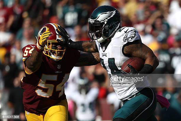 Running back Ryan Mathews of the Philadelphia Eagles carries the ball against inside linebacker Mason Foster of the Washington Redskins in the third...