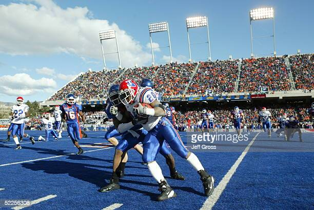 Running back Ryan Moats of the Louisiana Tech Bulldogs runs upfield against the Boise State Broncos at Bronco Stadium on November 20 2004 in Boise...