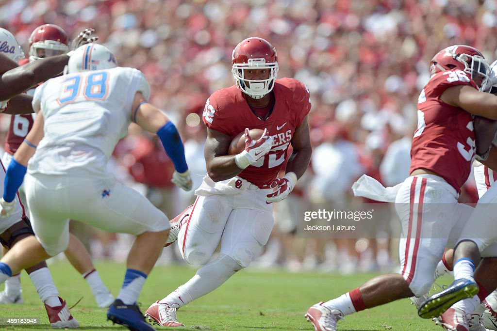 Running back Samaje Perine #32 of the Oklahoma Sooners runs the ball against the Tulsa Golden Hurricane at Gaylord Family Memorial Stadium on September 19, 2015 in Norman, Oklahoma.