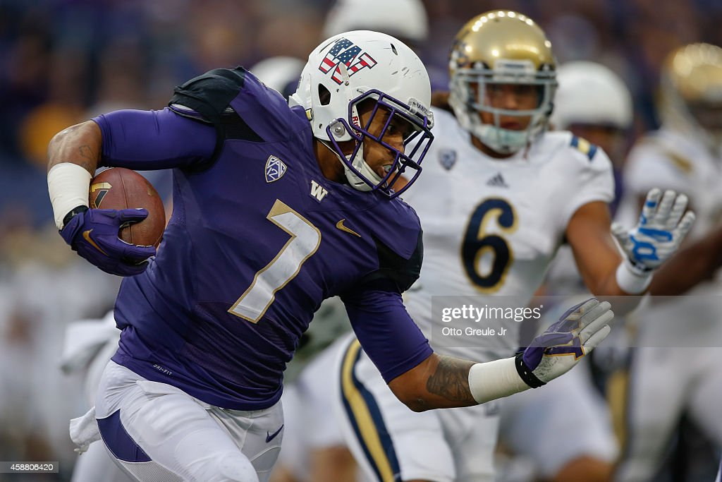 UCLA v Washington : News Photo