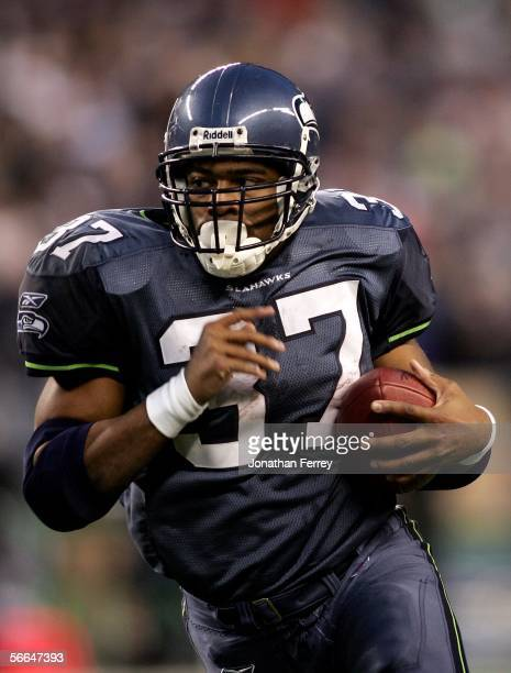 Running back Shaun Alexander of the Seattle Seahawks runs with the ball in the first half of the NFC Championship Game against the Carolina Panthers...