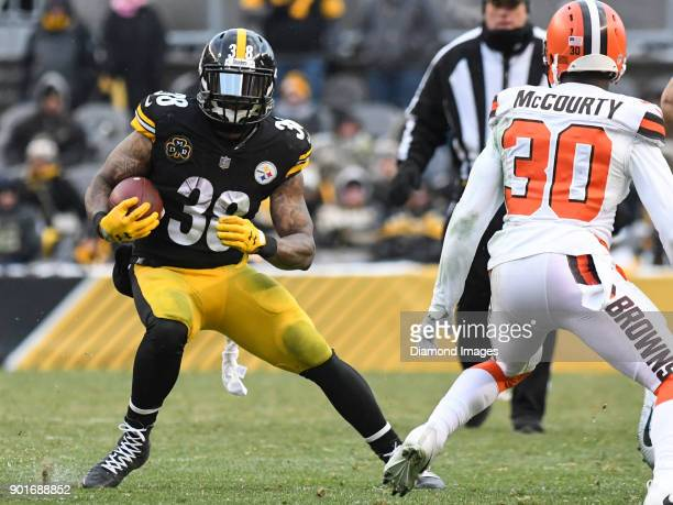 Running back Stevan Ridley of the Pittsburgh Steelers carries the ball downfield in the fourth quarter of a game on December 31 2017 against the...