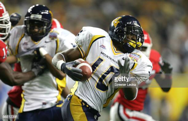 Running back Steve Slaton of the West Virginia Mountaineers runs against the Georgia Bulldogs during the 2nd quarter of the Nokia Sugar Bowl at the...