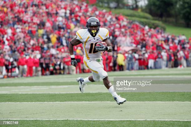 Running back Steve Slaton of the West Virginia Mountaineers runs with the ball against the Rutgers University Scarlett Knights on October 27, 2007 at...